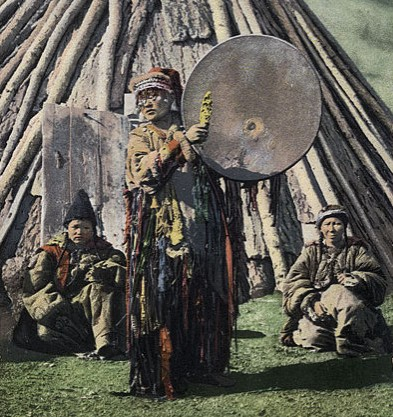 SB_-_Altay_shaman_with_drum